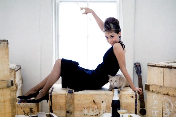 vestido negro al estilo Audrye.jpg