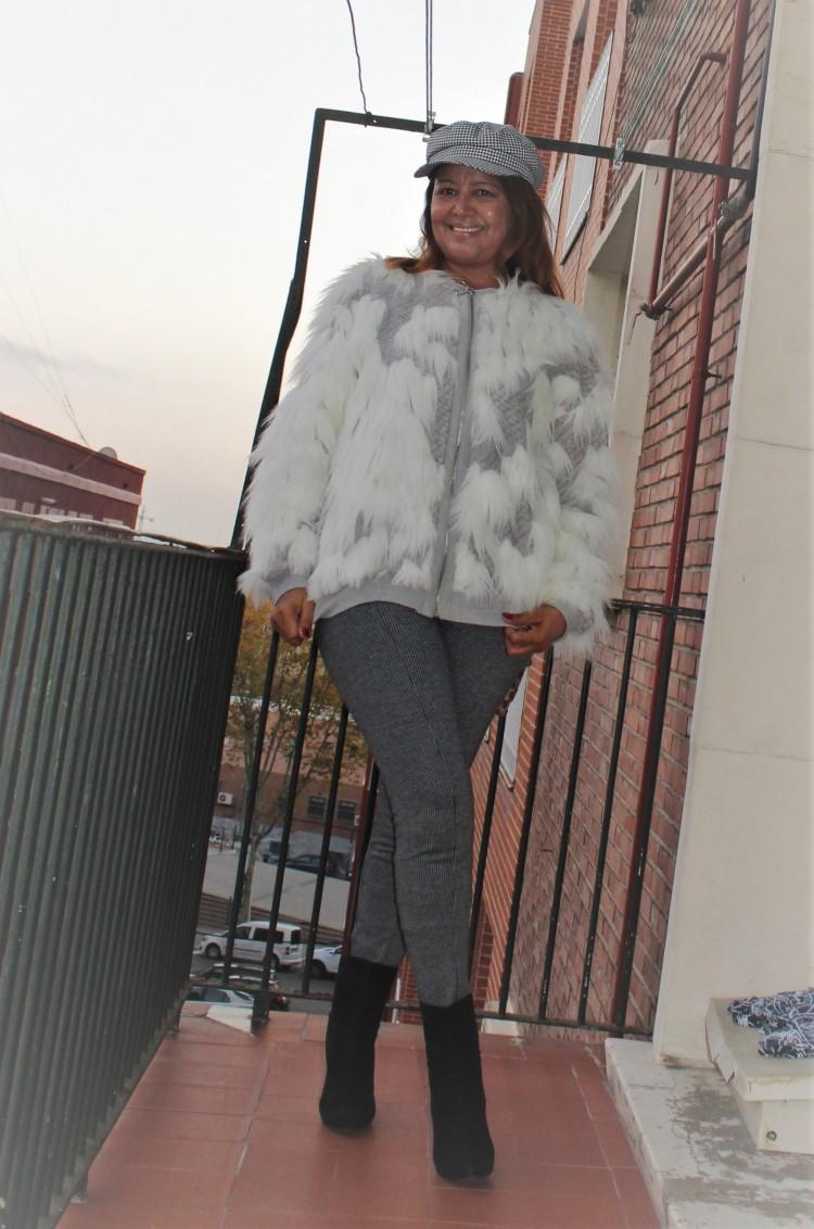 Cazadora de pelos blanca Zara