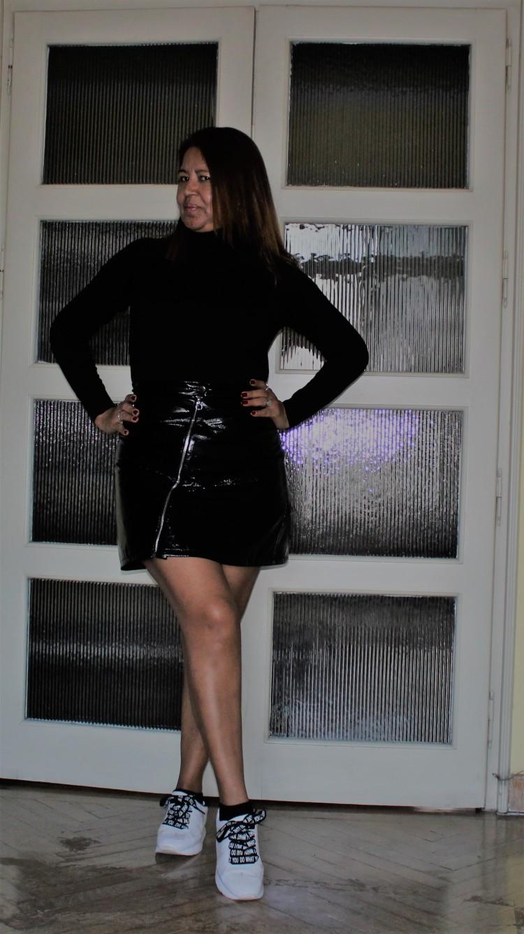 Falda corta de cuero