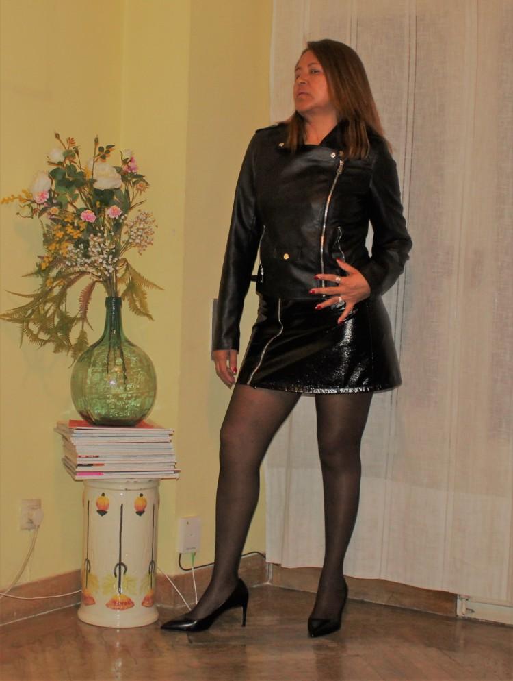 falda de cuero corta.jpg