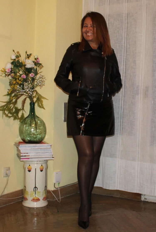 look motero con falda de cuero.jpg