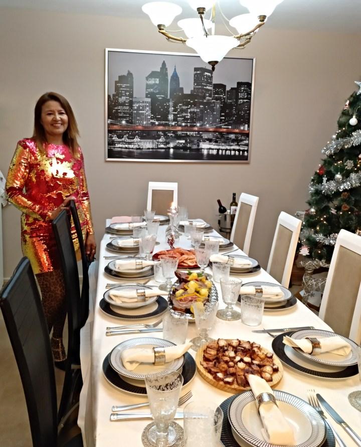 Una mesa preciosa con platos exquisitos para recibir el año nuevo.