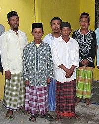 Hombres llevando sarong